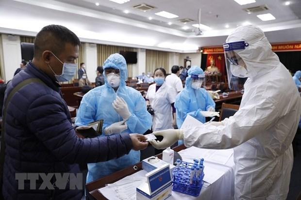 Lấy mẫu xét nghiệm virus SARS-CoV-2. Ảnh: Dương Giang/TTXVN