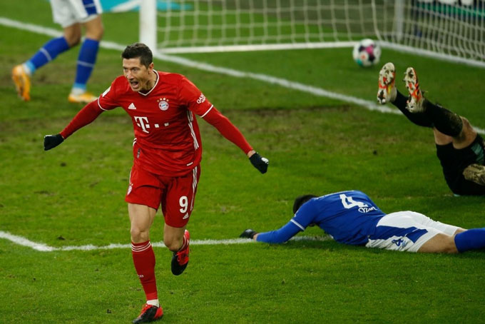 Lewandowski nâng tỷ số lên 2-0 trận Schalke vs Bayern