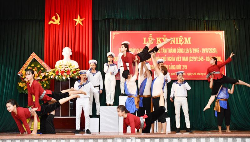 Trung tâm Văn hóa - Điện ảnh tỉnh tổ chức nhiều hoạt động văn hóa văn nghệ phục vụ người dân. Ảnh: Hữu Hiệp