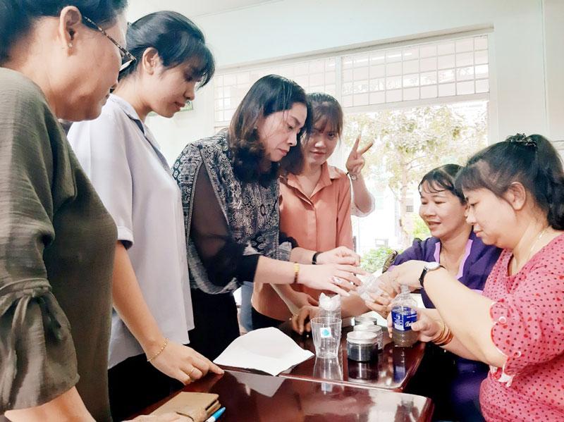 """Các giáo viên tham gia tập huấn chương trình """"Mizuiku - Em yêu nước sạch"""" năm 2020. Ảnh: Huy KT"""