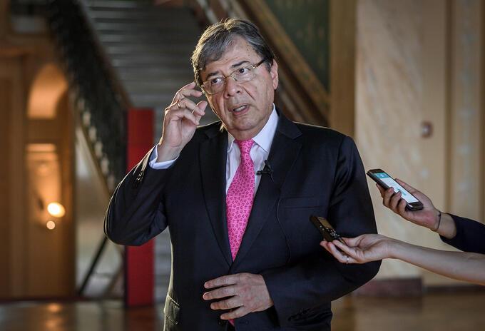 Bộ trưởng Quốc phòng Colombia Carlos Holmes Trujillo. Ảnh: RCN Radio