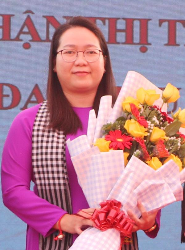 Bí thư Huyện ủy Mỏ Cày Nam Nguyễn Thị Hồng Nhung