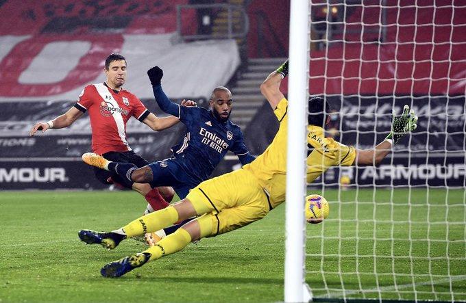 Lacazette ghi bàn thắng thứ 4 trong 3 trận sân khách gần đây để ấn định chiến thắng cho Arsenal