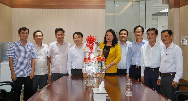 Đoàn đến thăm chúc tết Liên hiệp Hợp tác xã Thương mại TP. Hồ Chí Minh. Ảnh: Ánh Nguyệt.