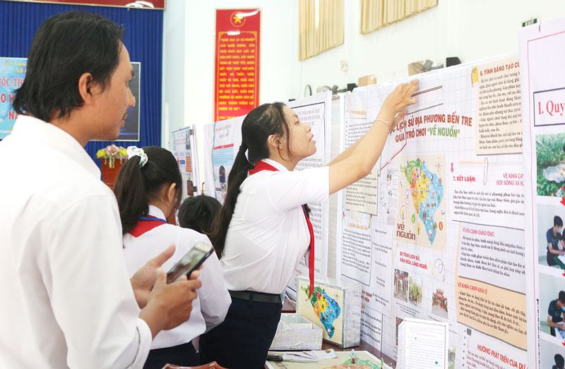 Poster trưng bày dự án nghiên cứu tại vào chung khảo.