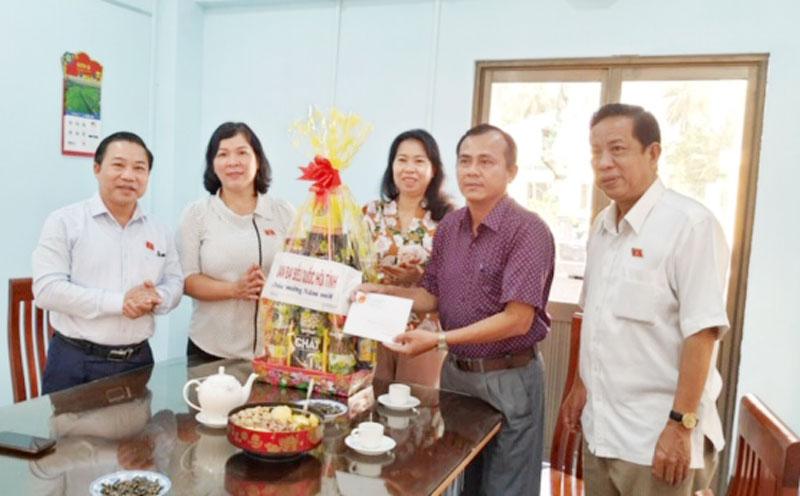 Đoàn đại biểu Quốc hội tỉnh thăm và chúc tết Trung tâm Bảo trợ xã hội tỉnh.
