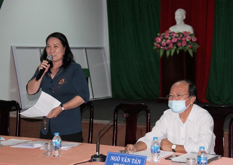 Phó chủ tịch UBND tỉnh Nguyễn Thị Bé Mười - Phó trưởng Ban Chỉ đạo phòng chống dịch Covid-19 tỉnh phát biểu tại cuộc họp.