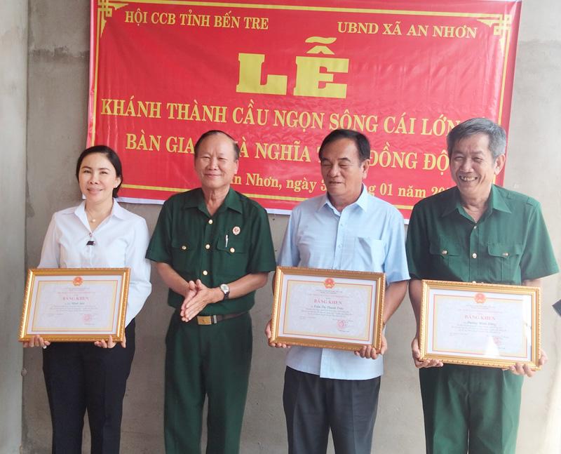 Trao quyết định nhà cho hộ nghèo chính sách trên địa bàn ấp An Định