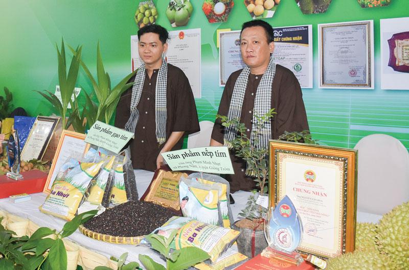 Sản phẩm khởi nghiệp đổi mới sáng tạo được trưng bày giới thiệu tại TECHFEST Mekong 2020. Ảnh: Cẩm Trúc