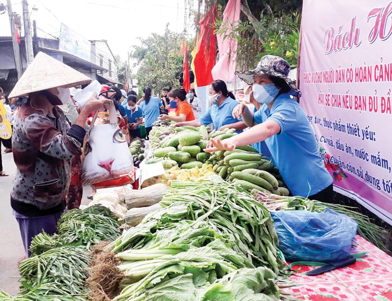 """Mô hình """"Bách hóa 0 đồng"""" tại xã Phú Đức, huyện Châu Thành. Ảnh: Trọng Ân"""