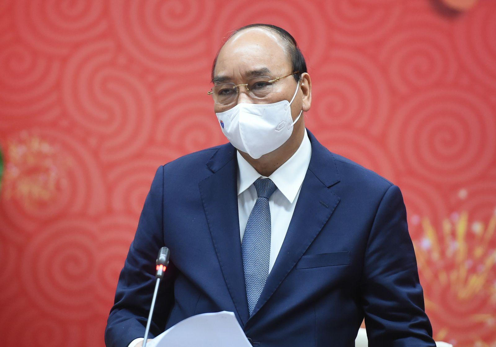 Thủ tướng Nguyễn Xuân Phúc: Trân quý những hành động, tinh thần hy sinh cao cả của các chiến sĩ áo trắng - Ảnh: VGP/Quang Hiếu