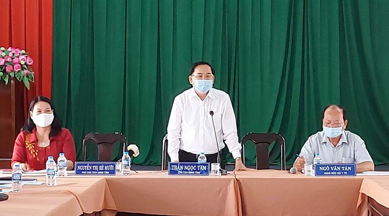 Chủ tịch UBND tỉnh Trần Ngọc Tam phát biểu kết luận cuộc họp.