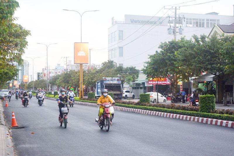 Quảng cáo thông qua màn hình Led trên Đại lộ Đồng Khởi, TP. Bến Tre. Ảnh: Hồng Quốc