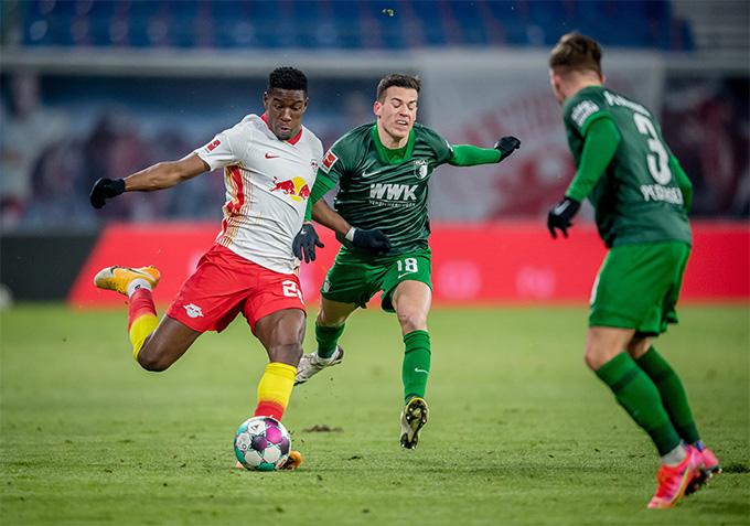 Nkunku ghi bàn thắng thứ 2 cho đội chủ nhà