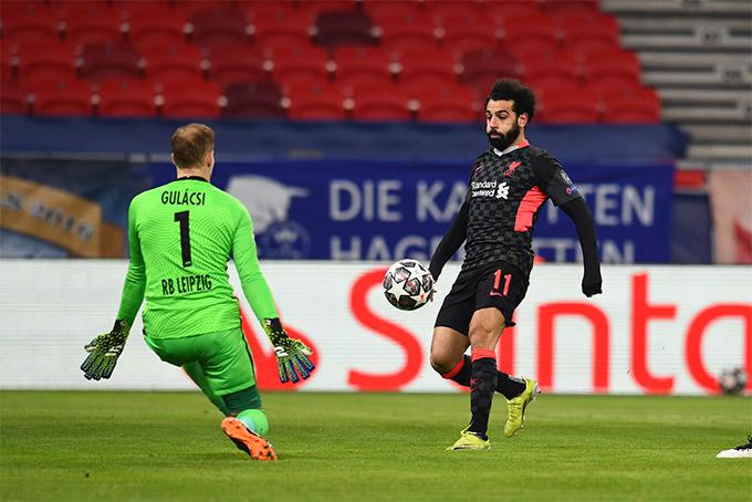 Salah bỏ lỡ cơ hội ghi bàn ở giữa hiệp 1