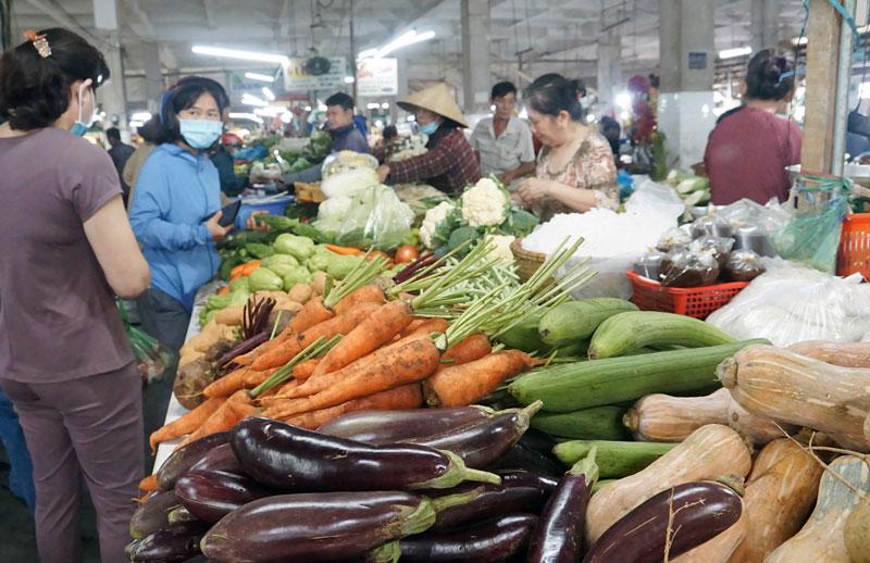 Các chợ trên địa bàn TP. Bến Tre sớm hoạt động trở lại. Ảnh:  Ánh Nguyệt