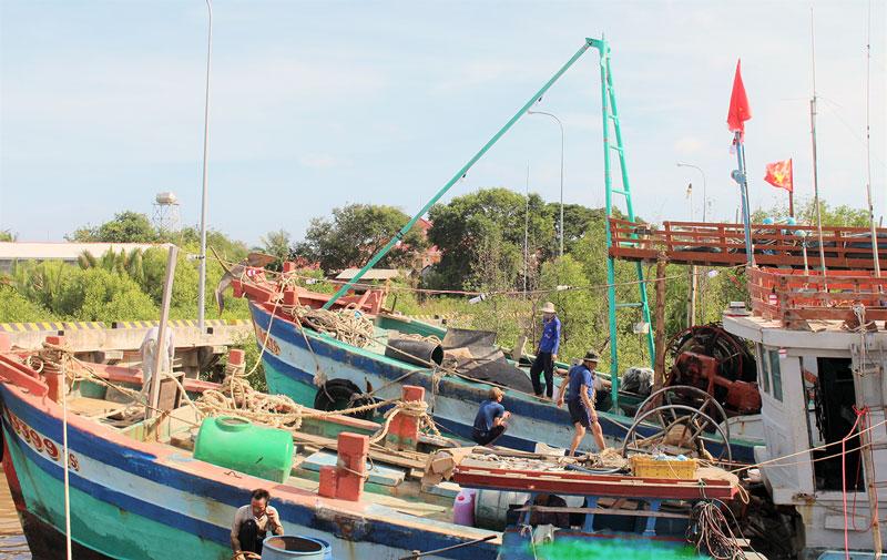 Tàu đánh bắt xa bờ xã An Thủy.
