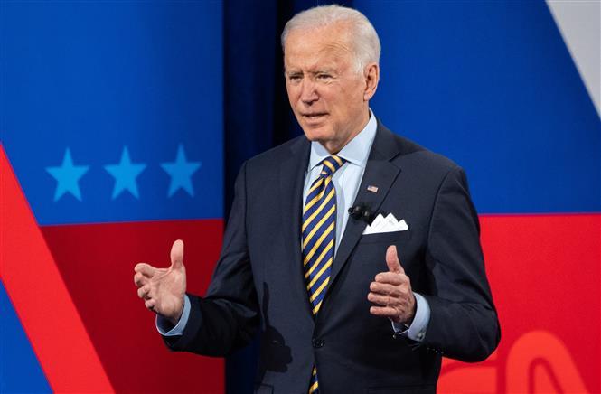 Tổng thống Mỹ Joe Biden phát biểu trong chuyến công du tại thành phố quê nhà Milwaukee, bang Wisconsin ngày 16-2-2021, nhấn mạnh cam kết hỗ trợ người dân bị ảnh hưởng vì COVID-19. Ảnh: AFP/TTXVN