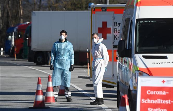 Một điểm xét nghiệm COVID-19 ở Kiefersfelden gần biên giới Đức và Áo, ngày 14-2-2021. Ảnh: AFP/TTXVN