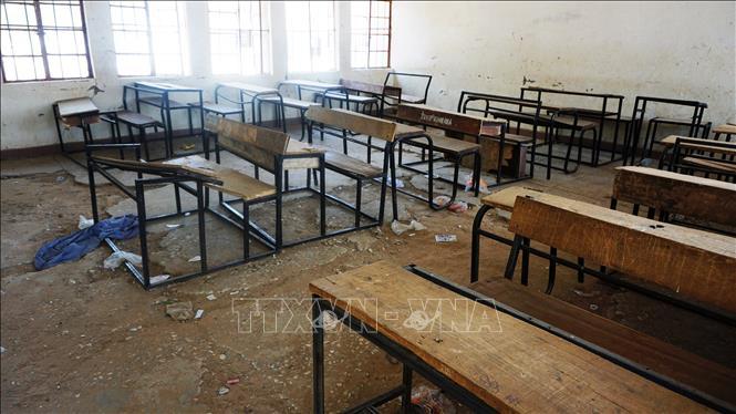 Bên trong một lớp học, nơi các học sinh bị một nhóm vũ trang bắt cóc ở Dapchi, miền Bắc Nigeria. Ảnh tư liệu: AFP/TTXVN