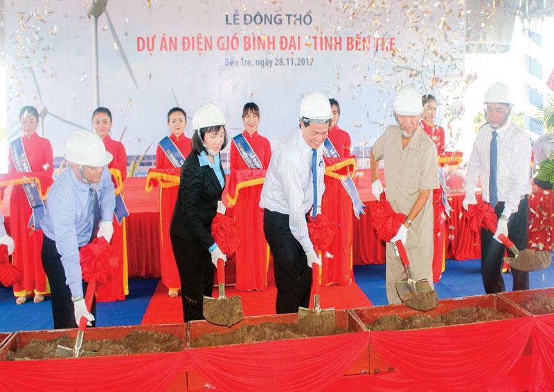 Nguyên Phó thủ tướng Chính phủ Trương Vĩnh Trọng tại lễ động thổ xây dựng nhà máy điện gió Bình Đại. Ảnh: PV