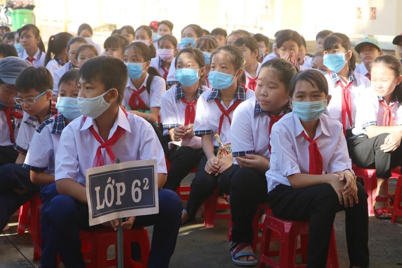 Học sinh Trường THCS Hưng Khánh Trung A (Mỏ Cày Bắc)