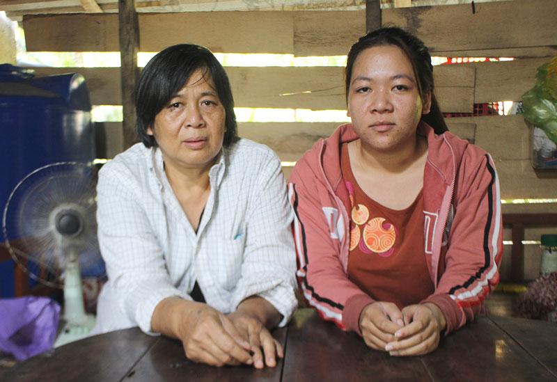 Bà Ngô Thị Duyên và cháu Phạm Kim Ngân.