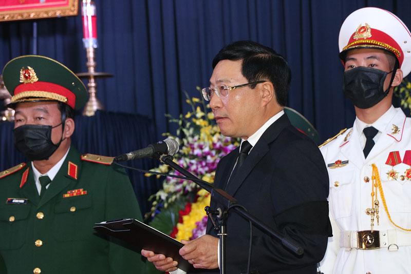 Phó Thủ tướng Chính phủ Phạm Bình Minh thay mặt Ban Tổ chức Lễ Quốc tang đọc lời điếu.