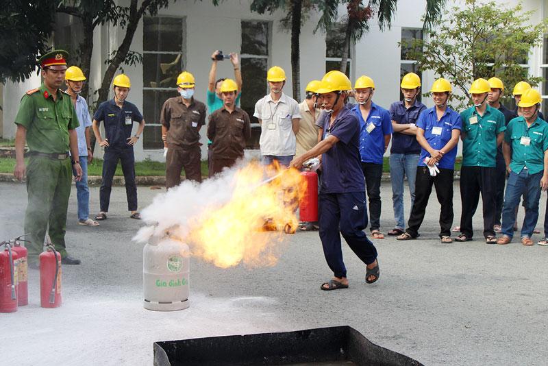 """Công an tỉnh tổ chức Cuộc thi viết """"Tìm hiểu 60 năm Ngày truyền thống lực lượng Cảnh sát phòng cháy, chữa cháy""""."""