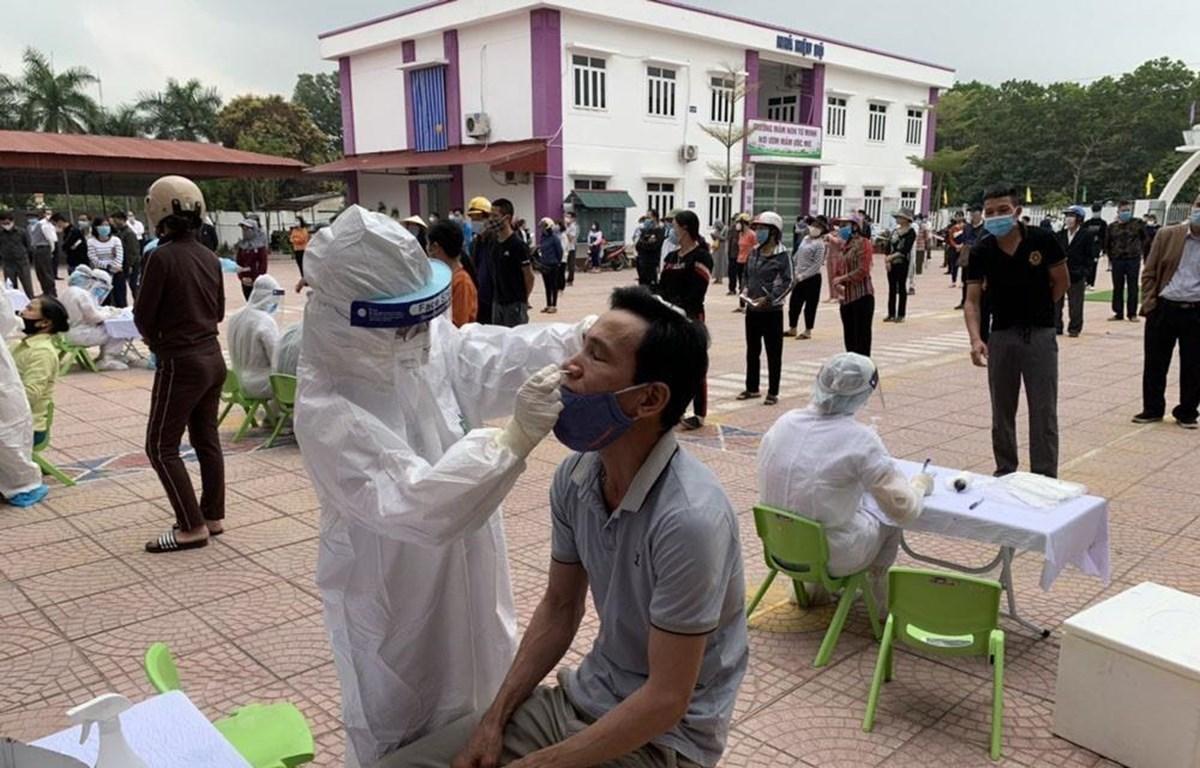 Thành phố Hải Dương dự kiến lấy khoảng 12.000 mẫu xét nghiệm SARS-CoV-2 trong ngày 24-2-2021. Ảnh: Mạnh Minh/TTXVN
