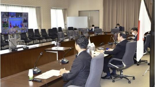 Bộ trưởng Thương mại Nhật Bản Hiroshi Kajiyama tham gia cuộc họp cấp bộ trưởng về Hiệp định Đối tác Kinh tế Toàn diện Khu vực thông qua hệ thống hội đàm trực tuyến ngày 27-8-2020. Ảnh: Kyodo