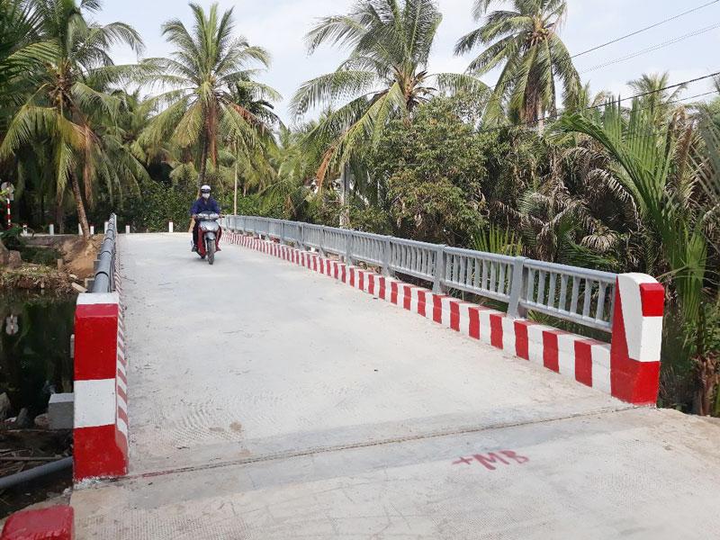 Thi công đường giao thông nông thôn tại xã nông thôn mới Nhơn Thạnh, TP. Bến Tre.