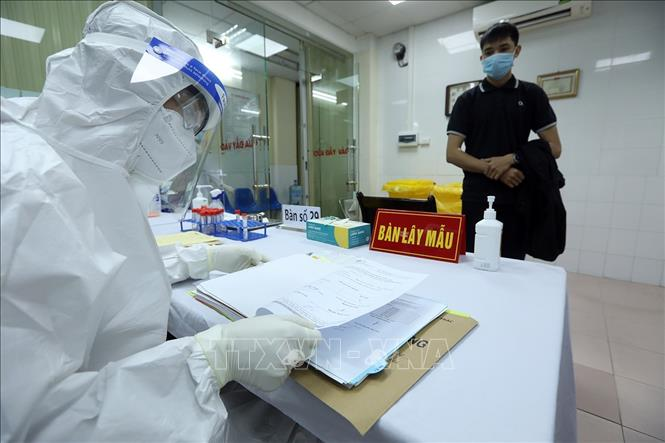 Sáng 25-2-2021, Học viện Quân y tiếp tục triển khai khám sàng lọc các tình nguyện viên đăng ký tham gia tiêm thử nghiệm vaccine Nano Covax ngừa COVID-19. Ảnh: Phan Tuấn Anh/TTXVN