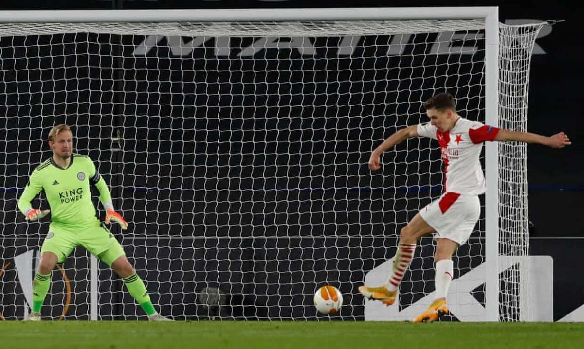 Leicester gục ngã dù được đánh giá cao hơn Slavia Praha. Ảnh: Getty