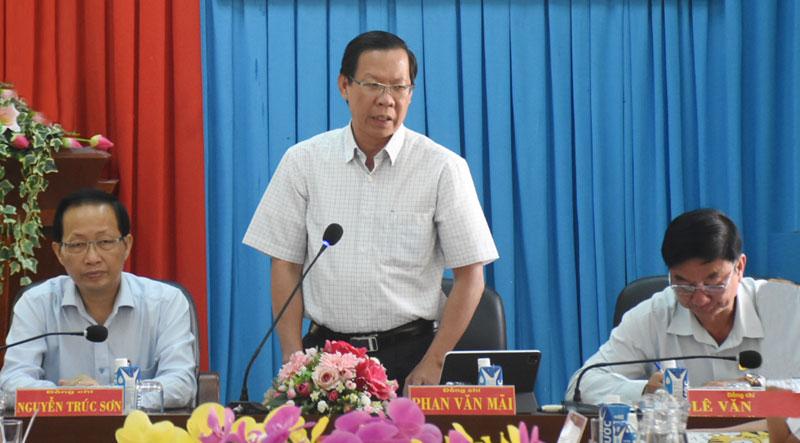 Bí thư Tỉnh ủy Phan Văn Mãi phát biểu tại buổi làm việc. Ảnh: C.Trúc