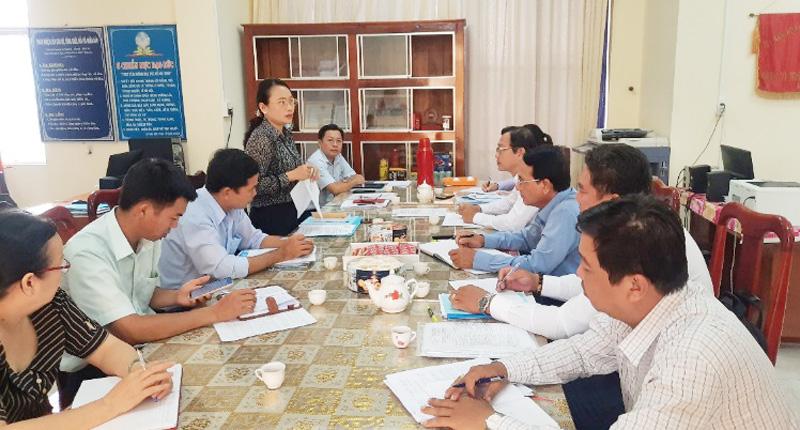 Đoàn kiểm tra làm việc với MTTQ Việt Nam huyện Thạnh Phú