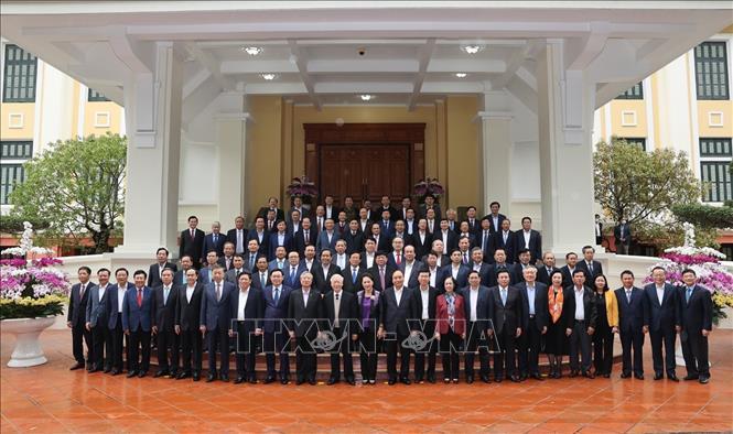 Tổng Bí thư, Chủ tịch nước Nguyễn Phú Trọng, Thủ tướng Nguyễn Xuân Phúc và Thường trực Ban Bí thư Võ Văn Thưởng cùng các đồng chí lãnh đạo, nguyên lãnh đạo Đảng, Nhà nước tại buổi gặp mặt.