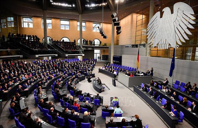 Thủ tướng Đức Angela Merkel và các thành viên nội các tại phiên họp Quốc hội ở Berlin. Ảnh tư liệu: AFP/TTXVN
