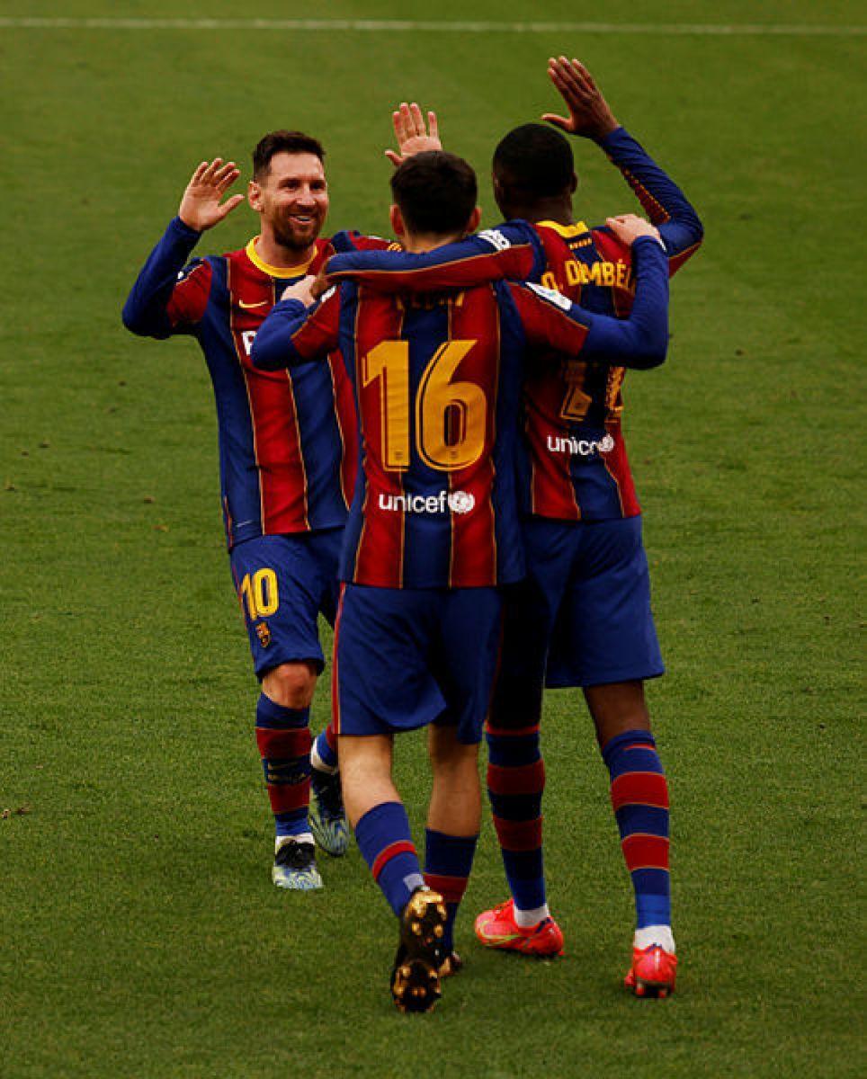 Messi ăn mừng chiến thắng cùng các đồng đội. Ảnh: Getty