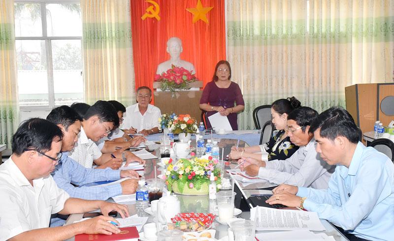 Phó bí thư Thường trực Tỉnh ủy Hồ Thị Hoàng Yến phát biểu tại buổi làm việc.