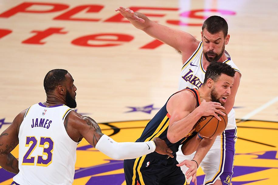 Stephen Curry không thể toả sáng trước hàng thủ khó chịu của Los Angeles Lakers