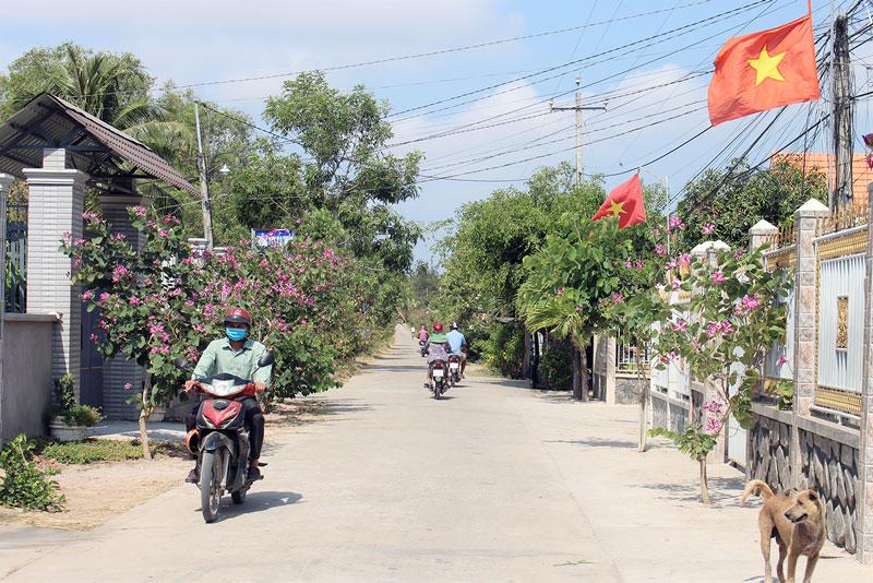 Đường nông thôn liên ấp Thạnh Thới - Thạnh Khương, xã Bảo Thuận.