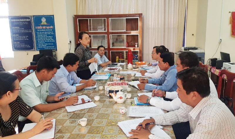 MTTQ Việt Nam tỉnh kiểm tra công tác bầu cử đại biểu Quốc hội khóa XV và đại biểu HĐND các cấp, nhiệm kỳ 2021 - 2026 tại huyện Thạnh Phú. Ảnh: Thanh Tùng