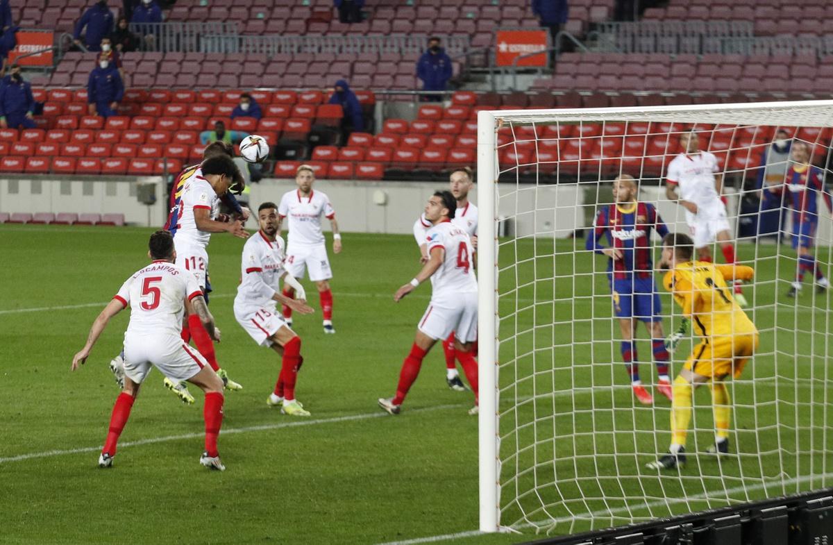 Gerard Pique ghi bàn gỡ hòa cho Barca.