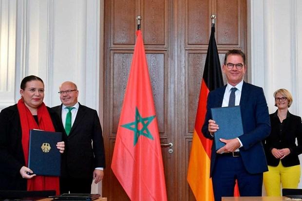 Bộ trưởng Hợp tác Đức Gerd Mueller (phải) và Đại sứ Maroc tại Đức Zohour Alaoui. Ảnh: AFP