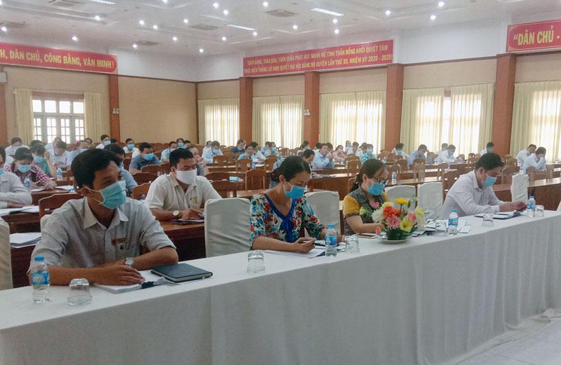 Quang cảnh cuộc họp kiểm tra công tác chuẩn bị bầu cử bầu cử đại biểu Quốc hội và đại biểu HĐND các cấp, nhiệm kỳ 2021- 2026 tại Châu Thành. Ảnh: Hoàng Loan