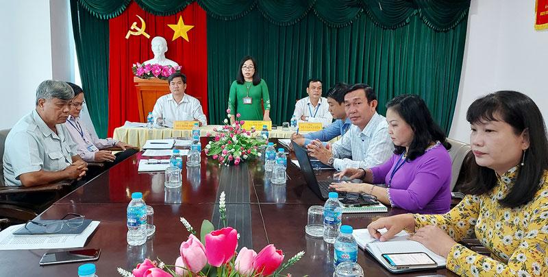 Giám đốc Sở GD&ĐT La Thị Thúy phát biểu chỉ đạo tại hội nghị.