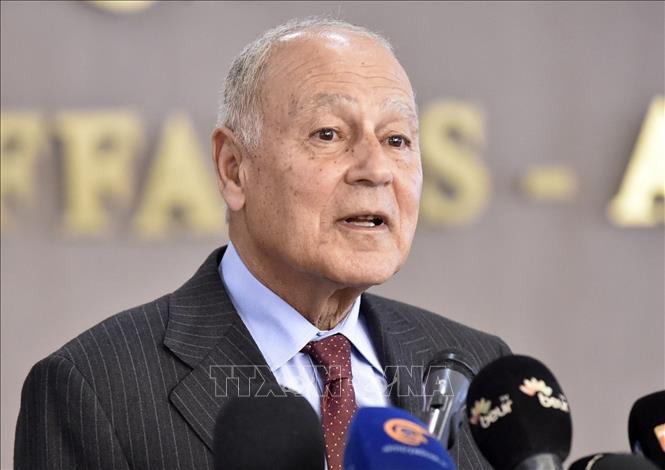 Tổng thư ký AL Ahmed Aboul-Gheit phát biểu tại cuộc họp báo ở Algiers, Algieria ngày 29-2-2020. Ảnh: AFP/TTXVN