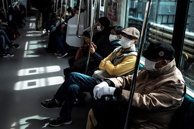 Người dân đeo khẩu trang phòng lây nhiễm COVID-19 tại Tokyo, Nhật Bản, ngày 5-3-2021. Ảnh: AFP/TTXVN