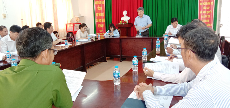 Bí thư Huyện ủy - Chủ tịch UBND huyện Châu Thành Dương Văn Phúc phát biểu chỉ đạo tại hội nghị.